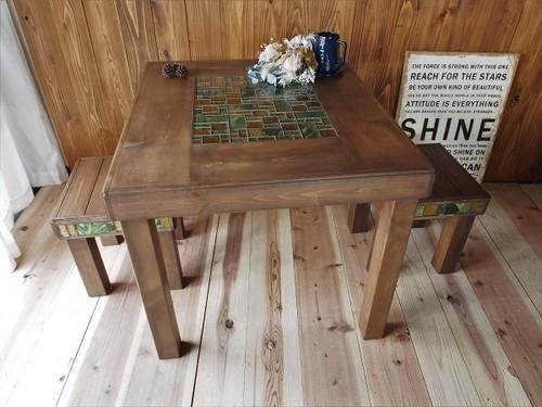 ガラスモザイクタイルであなた色に ダイニングテーブルとベンチの3点セット