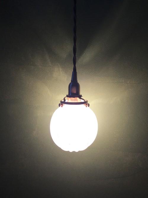 麻炭ガラス・ランプシェード/白色 球体 E17ソケット (ヒマラヤ産原種 麻炭使用)
