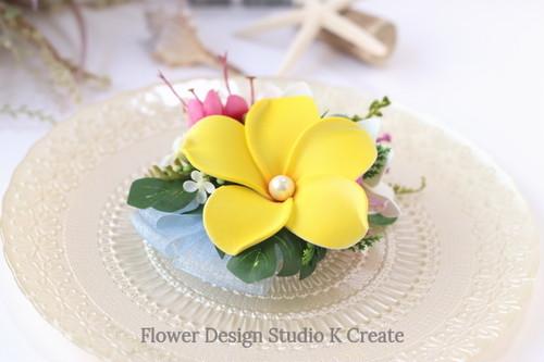 黄色と白のプルメリアのヘアクリップ 髪飾り トロピカル 造花 南国 ウェディング フラ フラダンス