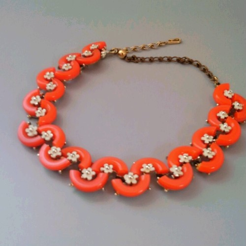 【B.S.K.】元気なビタミンカラー! 珊瑚にも思えるオレンジのパーツが元気なネックレス♪ 【若干難ありのためお値打ち品】