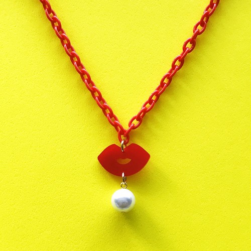KISS KISS NECKLACE-red / c-ki002rd