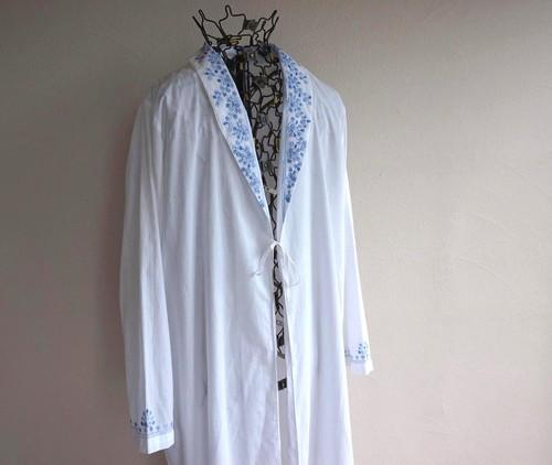 [gilligan & o'malley] ショールカラー インディアコットン ナイトローブ 刺繍 ホワイト 表記(L)