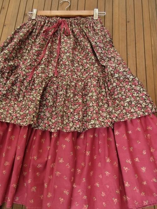 小薔薇達のロングスカート