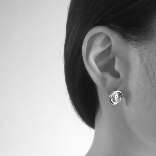 Crater pierced earrings