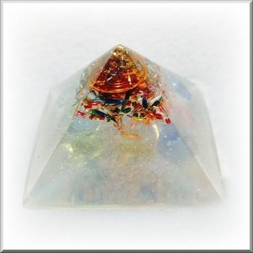 クフ王のピラミッド型オルゴナイト