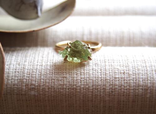 [一点物]原石のグリーンガーネットのリング