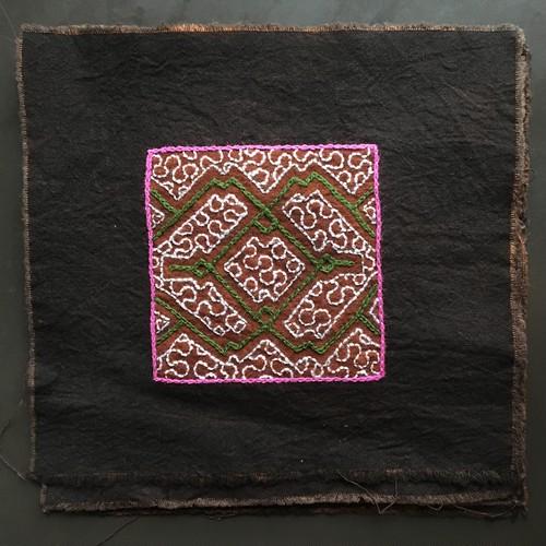 刺繍コースター 17x17cm 泥染め刺繍布 アマゾン・シピボ族の泥染め SHIPIBO