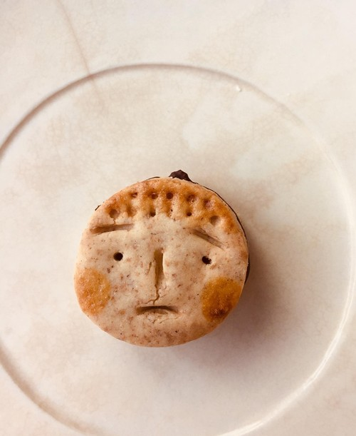 チョコサンドクッキー 無農薬、無化学肥料の国産小麦 ニコニコ坊や vegan (4個入り) 美味しいハーモニー!