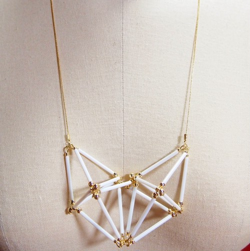 Three-dimensional Heart NECKLACE [White×Gold]