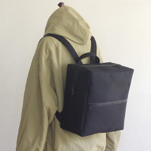<新作>スクエアリュック 正方形Mサイズ 黒 / 6号帆布【送料無料】