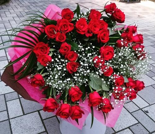 赤バラ40本かすみ草の花束