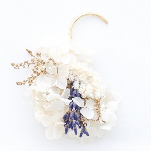 白花のイヤーカフ(ラベンダー)
