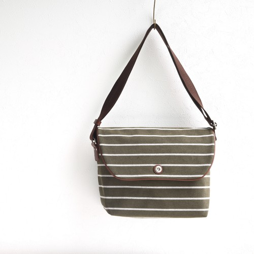 BORDER FLAP SHOULDER M / OLIVE