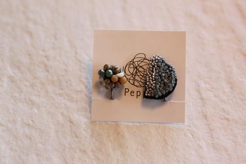 Peppe 刺繍ビーズイヤリング