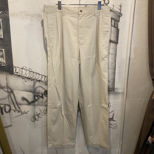EDDIE BAUER two tuck chino pants