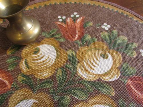 茶色生地にお花の手描きのようなプリント柄円形テーブルマット[ドイツ/ヴィンテージ]