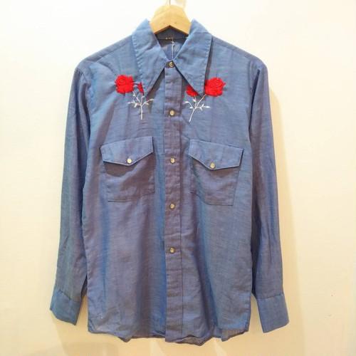 シャンブレー薔薇刺繍シャツ