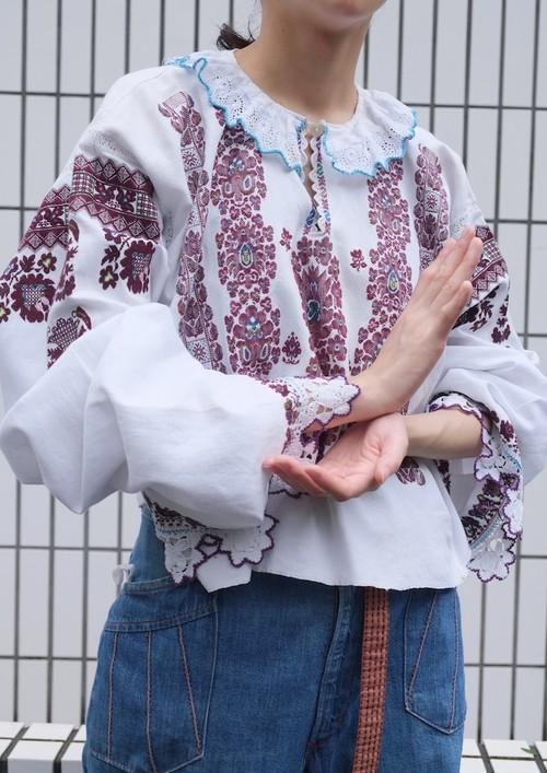 vintage/u d e Romanian blouse.