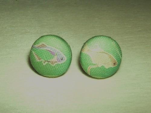【コラボ】「ミナミアカヒレタビラ」柄のスタッド型ピアス