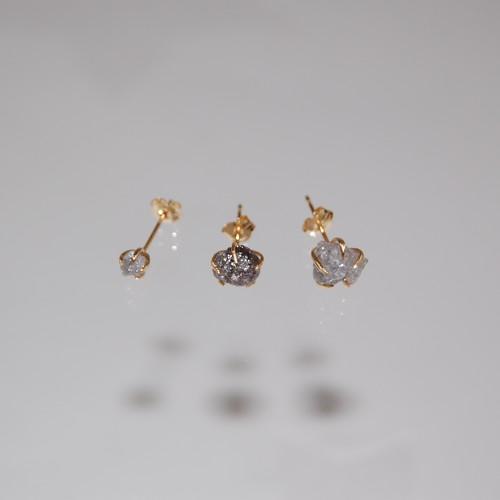 ダイヤモンド原石 'Rough Natural Diamond'シンプルピアスL