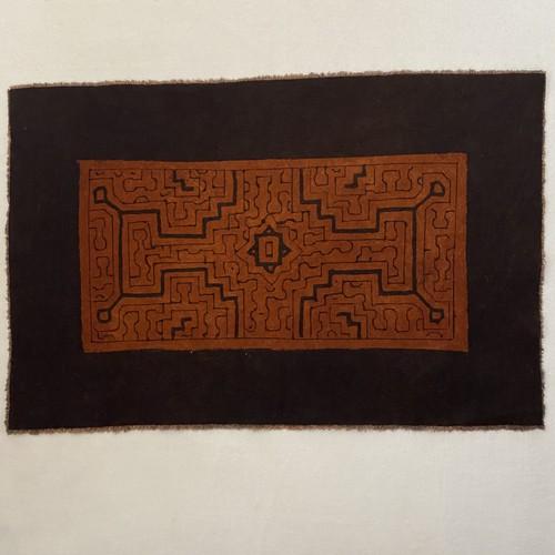 プレイスマット 20x31cm 茶2 シピボ族の泥染め フリーハンドの模様と民藝