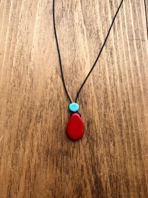 雫型ビンテージガラスビーズネックレス(赤)