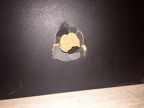 ドアに穴をあけてしまった