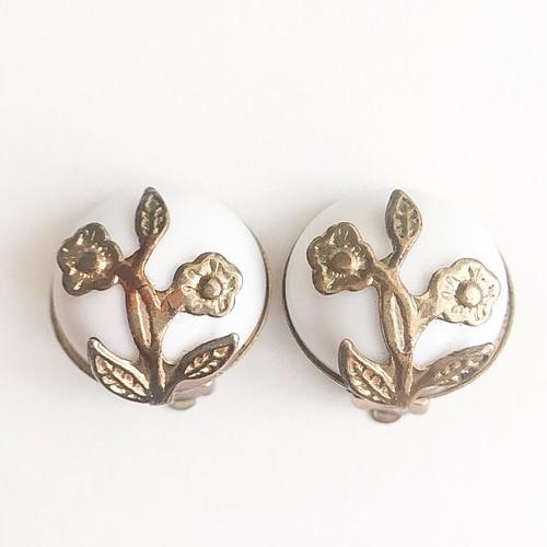 white dome flower earring[e-954]