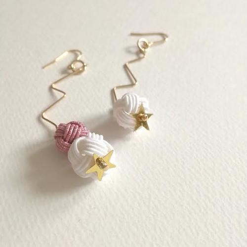 水引あわじ玉と星のスパンコールピアス(白×ピンク)