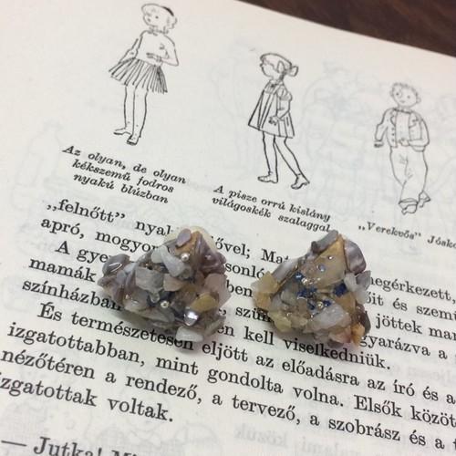 mocca 天然石のイヤリング