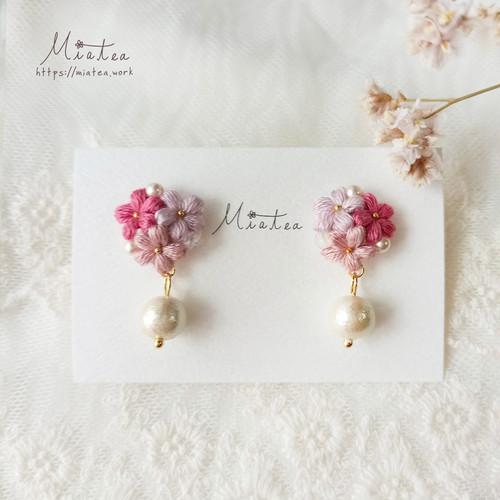 三つ花ビーズアレンジ「春風」*刺繍糸のお花ピアス/イヤリング