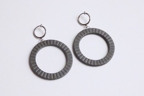 N-HOOP PIERCE / EARRING 【CHARCOAL】
