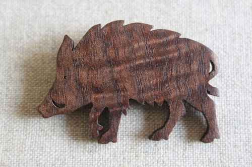 木製イノシシブローチ