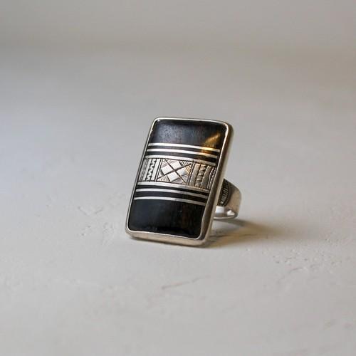 トァレグの職人が作るシルバーと黒檀のリング (スクエア) Tureg silver&ebony Ring