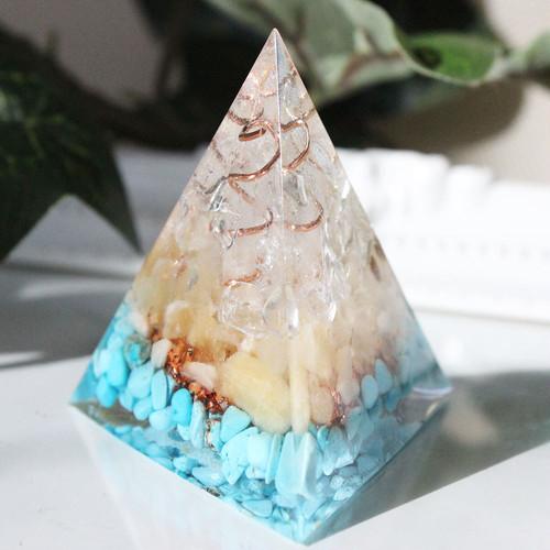 三角錐型オルゴナイト ターコイズ&アラゴナイト 人気UP・旅のお守り・災いを寄せ付けない
