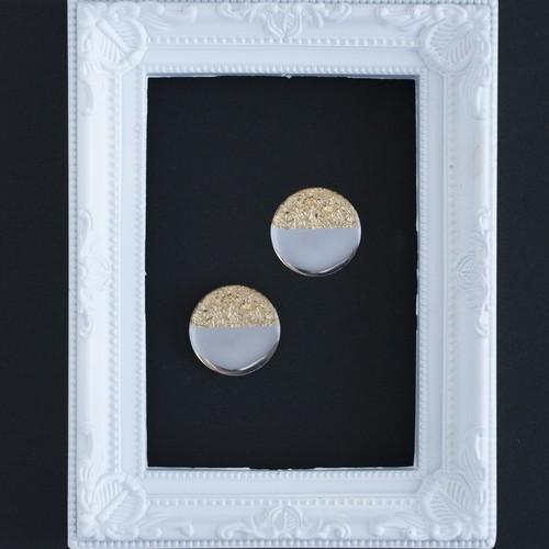 a.大きな鏡◯と金箔の ピアスorイヤリング