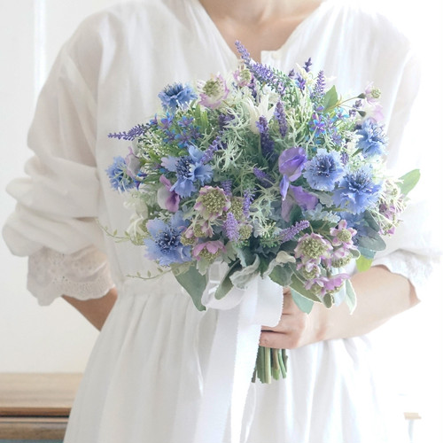 【2点セット】 矢車草やラベンダーなどお庭に咲くお花を束ねたガーデンクラッチブーケ+ブトニア