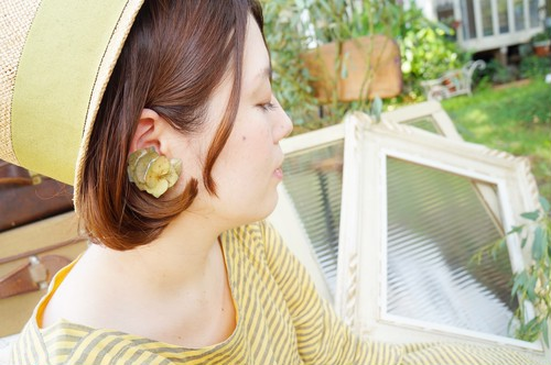 紫陽花のイヤーカフ