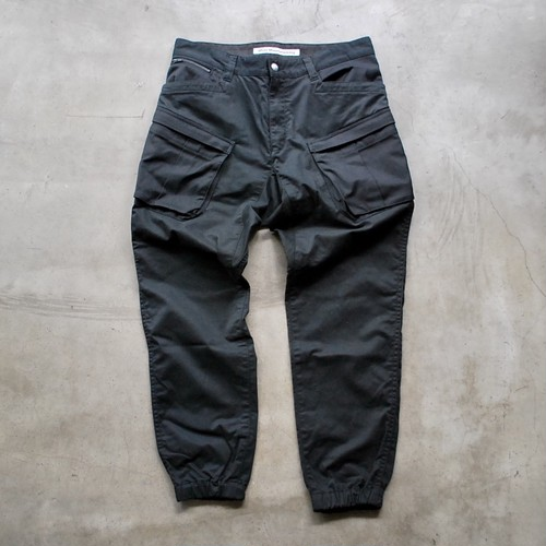 White Mountaineering TWILL STRETCHED TAPERED CARGO PANTS BLACK