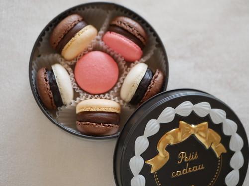 大人マカロン ミルクチョコレート&グランマニエ スイートチョコレート&キルシュ ビターチョコレート&レミーマルタン