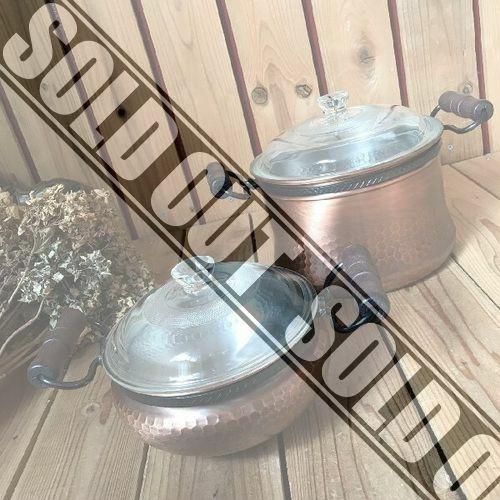 ヴィンテージデッド未使用古い銅の槌目両手鍋2点*木の取っ手の蓋付銅鍋ビンテージレトロアンティーク台所カフェおしゃれキッチン古道具