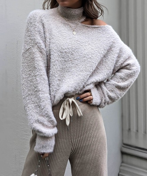 Slit neck feather knit