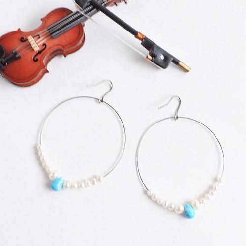 ヴァイオリン、ヴィオラ弦のターコイズとパールピアスViolin strings hoop pierces with tiny pearls and turquoise ♫バイオリン