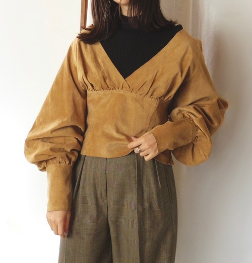 Balloon sleeves leather top