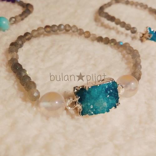 結晶の粒ドゥルージークォーツとラブラドライト天然石ブレスレット