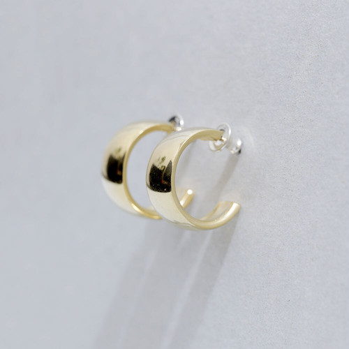 P202 / Wide hoop pierce (gold)