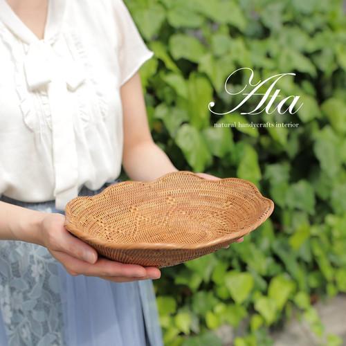 ■当日出荷■アタ製 細工編みと花びらのようなフチが可愛い 飾り皿 A16 (かご、トレイ、小物入れ、お菓子入れ)