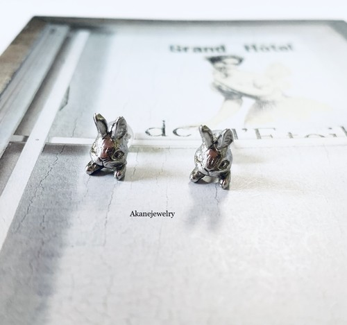 たち耳ウサギさんの片耳ピアス