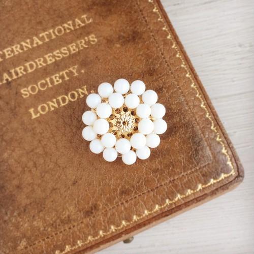 白珊瑚のアンティークレトロなお花の帯留め