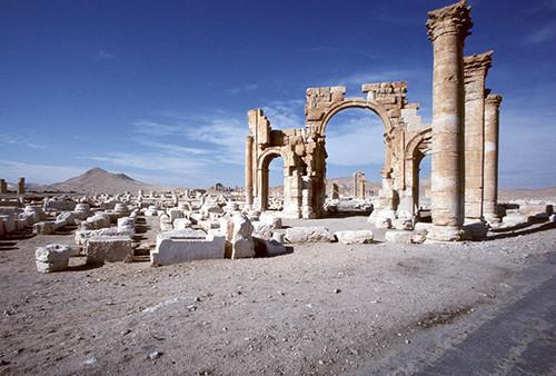 シリアのパルミラ遺跡  アーチ式凱旋門